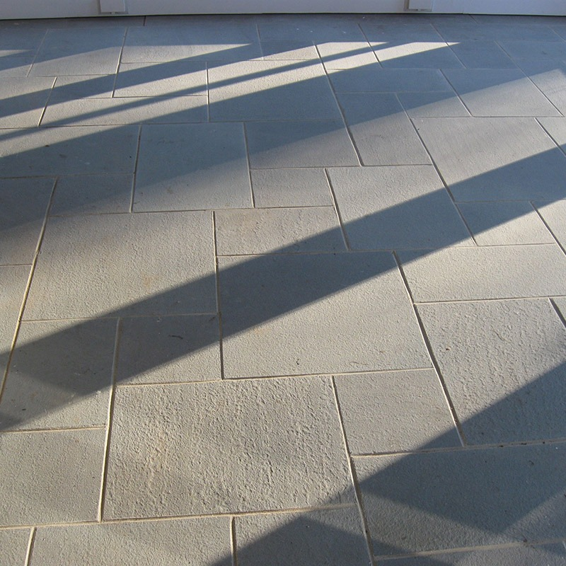 Indoor floor built with bluestone, thermal, blue, pattern